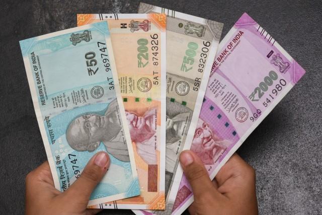 money-segP1FeeH6.jpg
