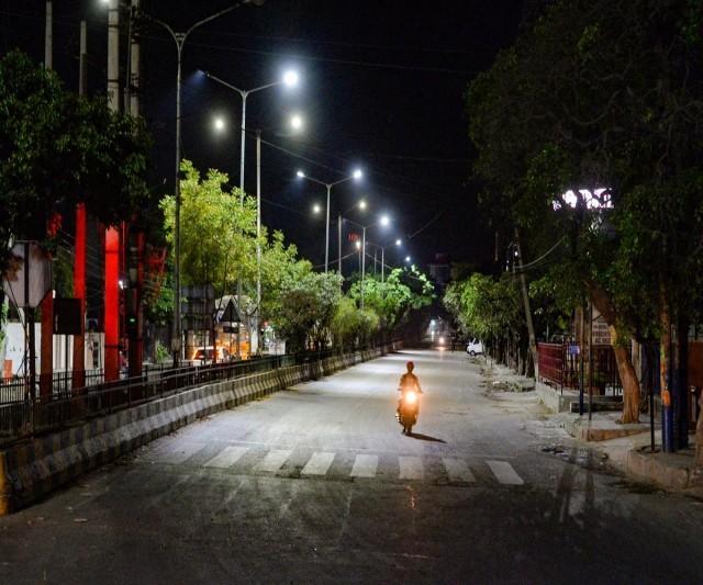 night_curfew-6mdVpPNLrM.jpg